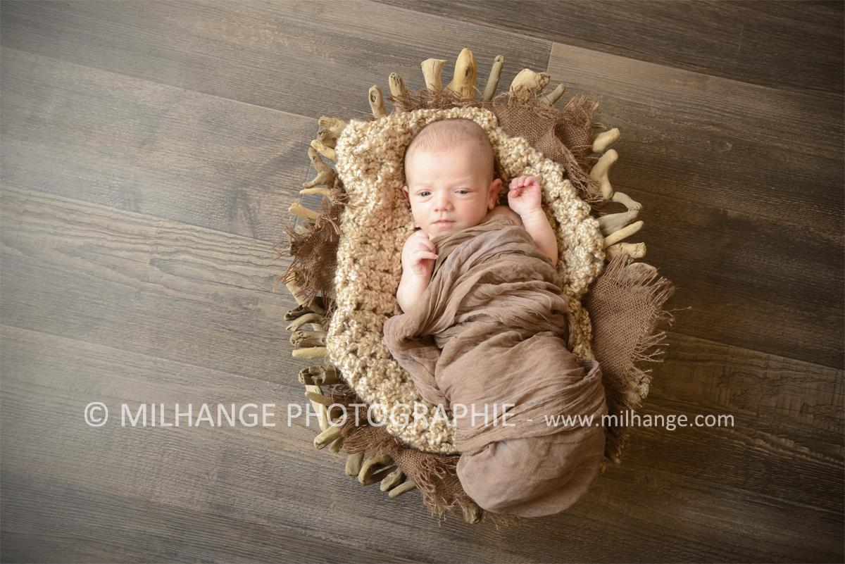 photo-nouveau-ne-bebe-charente-maritime-saintes-royan-bordeaux-la-rochelle-4