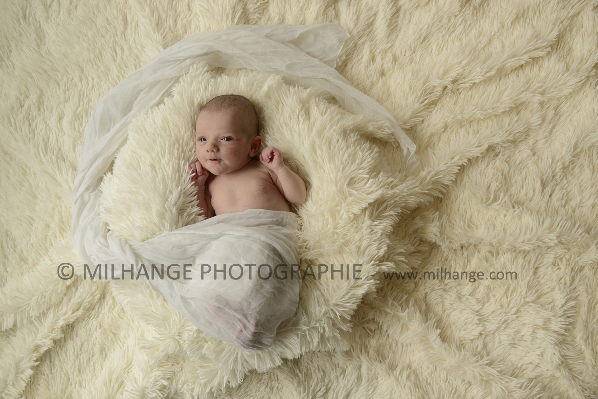 photo-nouveau-ne-bebe-charente-maritime-saintes-royan-bordeaux-la-rochelle-5
