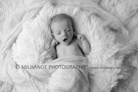 photo-nouveau-ne-bebe-charente-maritime-saintes-royan-bordeaux-la-rochelle-7