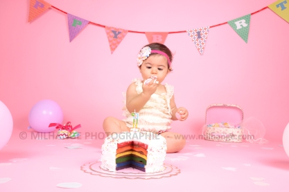 photo-bebe-studio-gateau-anniversaire-fille-libourne-bordeaux-charente-maritime