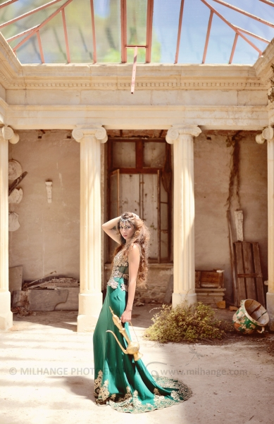Robe disponible à la location sur ambrine.fr : https://ambrine.fr/portfolio/robe-la-mysterieuse/