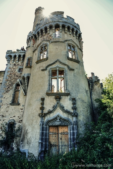 photo-urbex-chateau-abandonne-ruines-vegetation-decay-lost-place-9