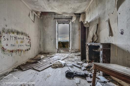 photo-urbex-chateau-abandonne-decay-aquitaine