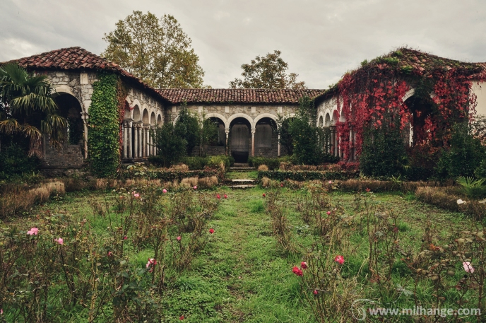photo-urbex-chateau-abandonne-palais-neptune-6