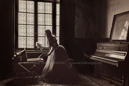 photo-urbex-chateau-abandonne-castle-decay-piano-france-2
