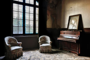 photo-urbex-chateau-abandonne-petit-prince-castle-decay-france-5