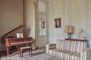 photo-urbex-chateau-des-bustes-abandonne-castle-decay-sphinx-france-12
