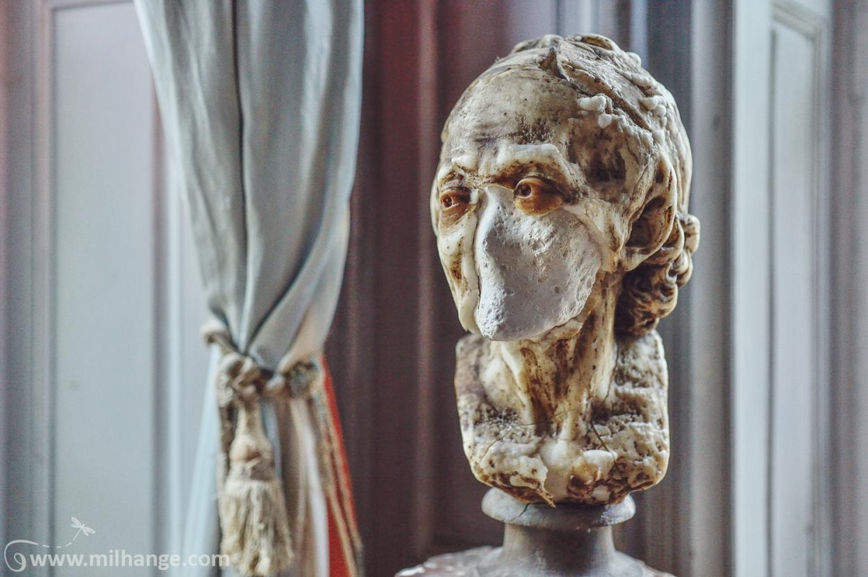 photo-urbex-chateau-des-bustes-abandonne-castle-decay-sphinx-france-13