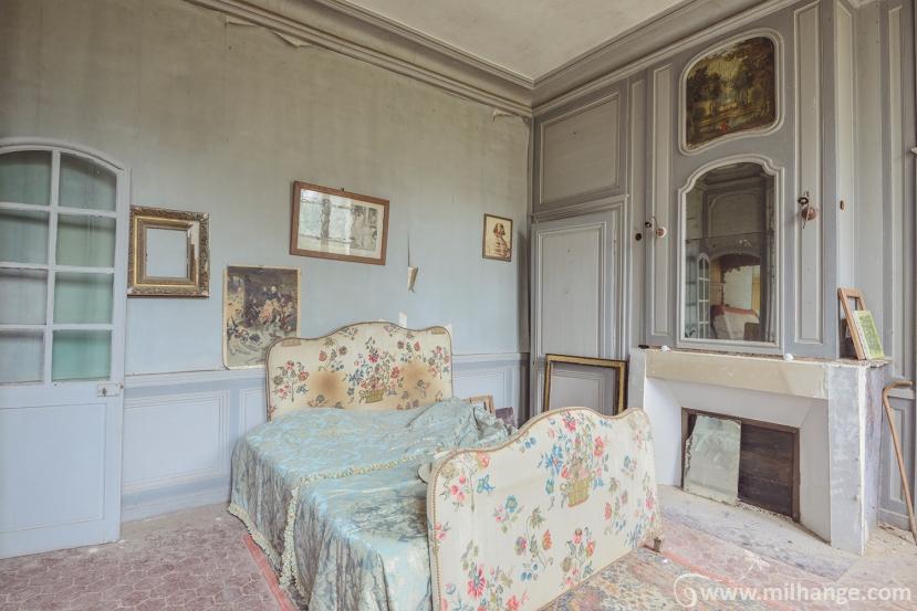 photo-urbex-chateau-des-bustes-abandonne-castle-decay-sphinx-france-14