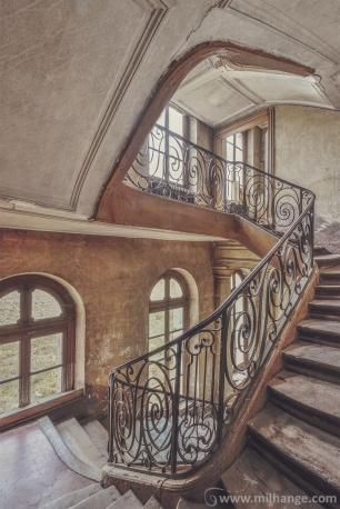 photo-urbex-chateau-des-bustes-abandonne-castle-decay-sphinx-france-4