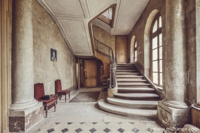 photo-urbex-chateau-des-bustes-abandonne-castle-decay-sphinx-france-5