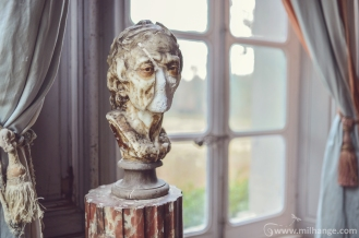 photo-urbex-chateau-des-bustes-abandonne-castle-decay-sphinx-france-6
