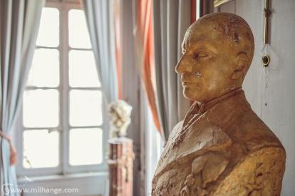 photo-urbex-chateau-des-bustes-abandonne-castle-decay-sphinx-france-7