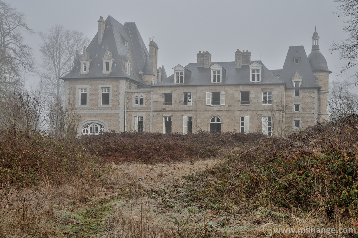 urbex-chateau-du-golf-azurie-abandonne-castle-decay-france-4