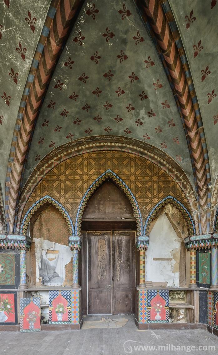 photo-urbex-chateau-arabesque-abandonne-castle-decay-france-11