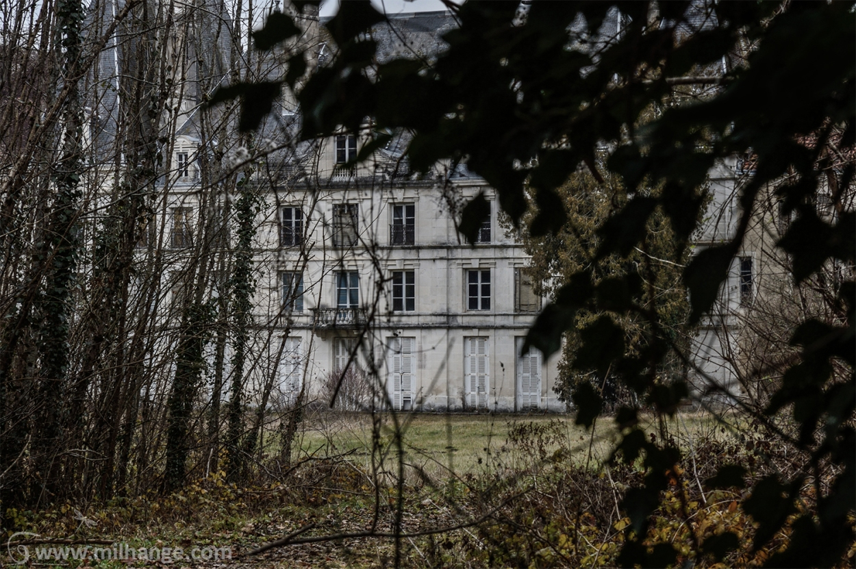 photo-urbex-chateau-arabesque-abandonne-castle-decay-france-5