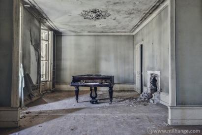 photo-urbex-chateau-de-la-lyre-abandonne-decay-piano-bordeaux-3