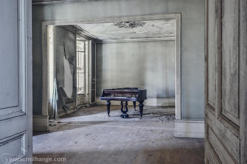 photo-urbex-chateau-de-la-lyre-abandonne-decay-piano-bordeaux-4