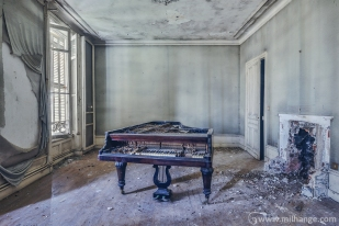 photo-urbex-chateau-de-la-lyre-abandonne-decay-piano-bordeaux-7