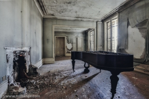 photo-urbex-chateau-de-la-lyre-abandonne-decay-piano-bordeaux-9