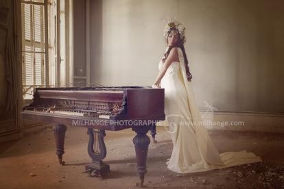 photo-urbex-chateau-de-la-lyre-abandonne-decay-piano-bordeaux