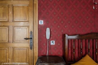 photo-urbex-hotel-kitsch-abandonne-aquitaine