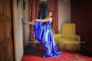 Robe disponible à la location : https://ambrine.fr/portfolio/location-robe-majorelle-bordeaux/