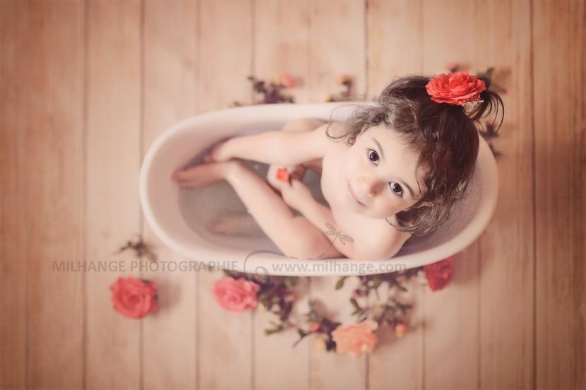 photo-enfant-bain-fleurs-baignoire-bordeaux-2