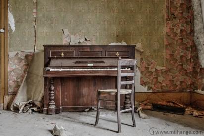 photo-urbex-piano-ferme-templiers-abandonne-decay-2