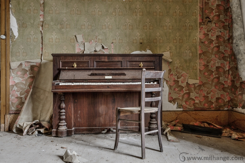 photo-urbex-piano-ferme-templiers-abandonne-decay-2