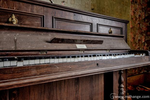 photo-urbex-piano-ferme-templiers-abandonne-decay-3