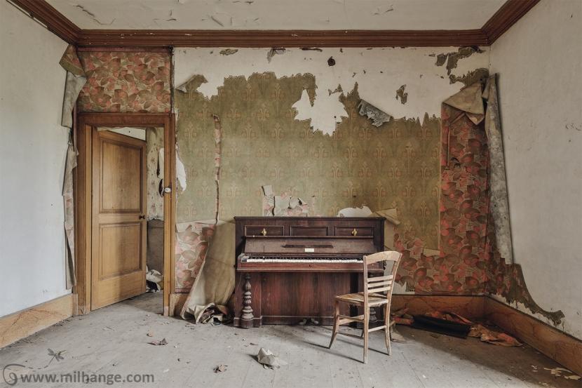 photo-urbex-piano-ferme-templiers-abandonne-decay