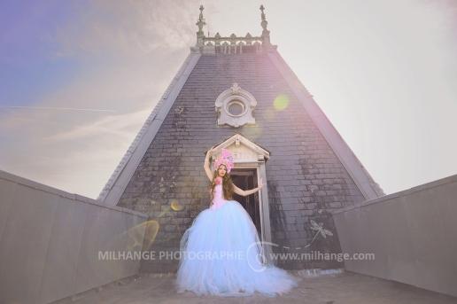 photo-urbex-chateau-du-heron-modele-robe-ambrine-2