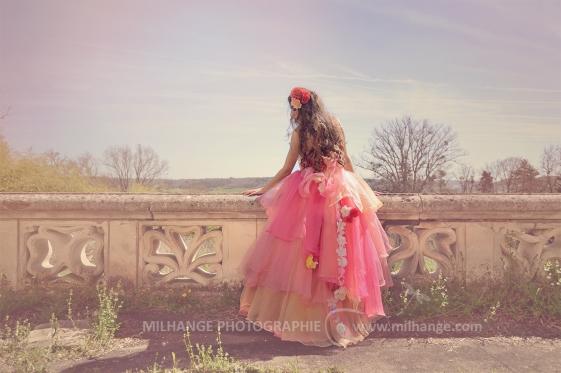 photo-urbex-chateau-du-heron-modele-robe-ambrine-3