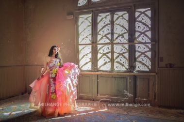 photo-urbex-chateau-du-heron-modele-robe-ambrine-6