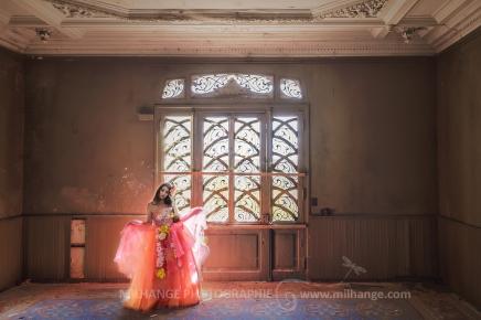 photo-urbex-chateau-du-heron-modele-robe-ambrine-7