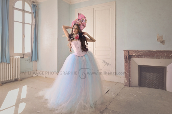 photo-urbex-chateau-du-heron-modele-robe-ambrine
