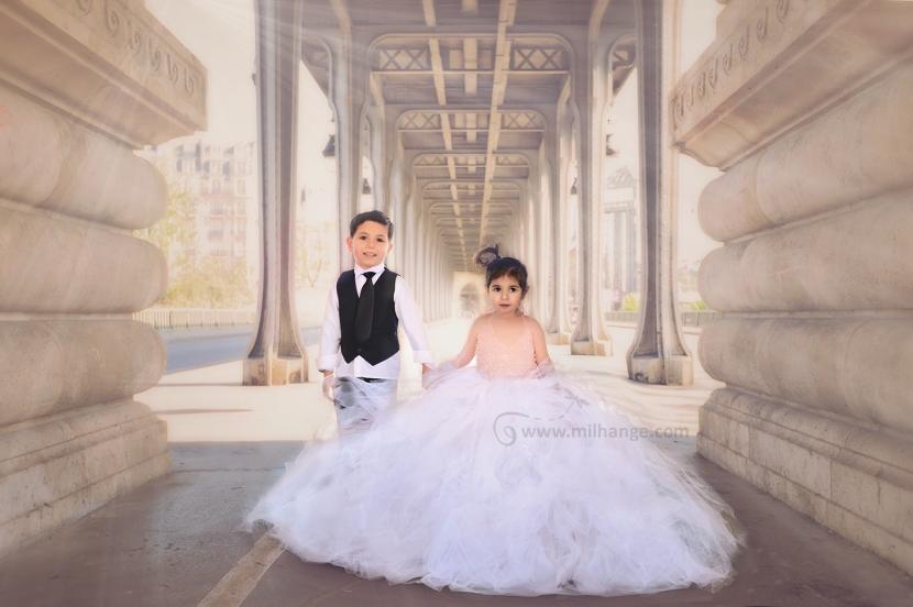 photo-enfant-frere-soeur-tour-eiffel-love-paris-2