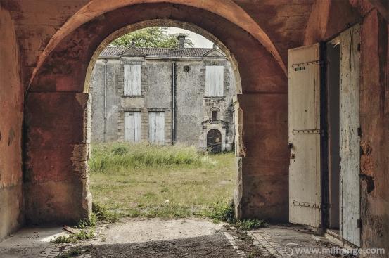 photo-urbex-chateau-abandonne-robe-soiree-negafa-bordeaux-libourne-5