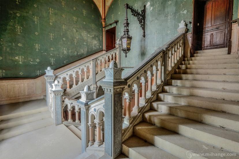 photo-urbex-chateau-dracula-abandonne-3