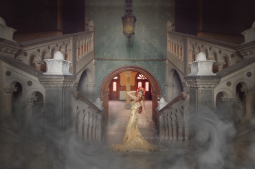 photo-urbex-chateau-dracula-robe-or-2
