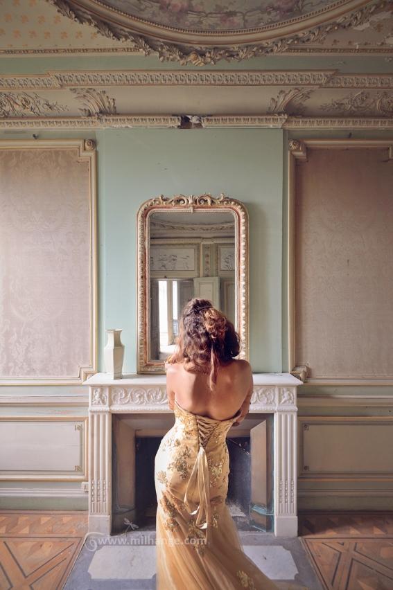 photo-urbex-chateau-dracula-robe-or-6