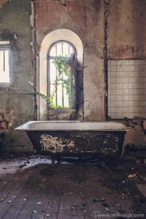 photo-chateau-abandonne-bacchus-lost-castle-2