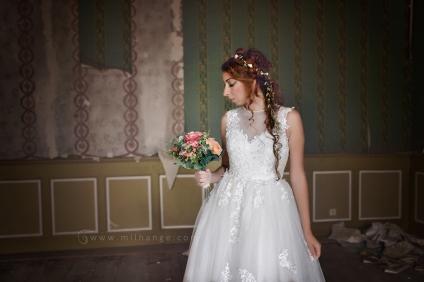 location-robe-bordeaux-fleur-de-lys-ambrine-6