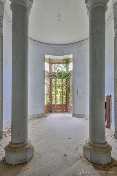 photo-abandoned-castle-chateau-abandonne-de-la-princesse-7