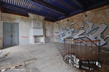 photo-chateau-des-cheminees-lost-castle-decay-3