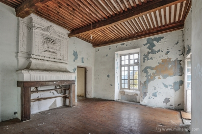 photo-chateau-des-cheminees-lost-castle-decay-4