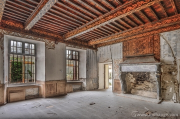 photo-chateau-des-cheminees-lost-castle-decay-6