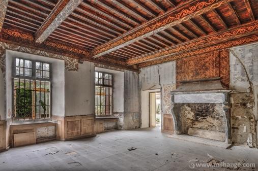 photo-chateau-des-cheminees-lost-castle-decay-6