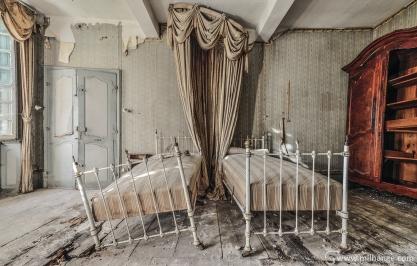 photo-chateau-baldaquin-lost-castle-decay-2
